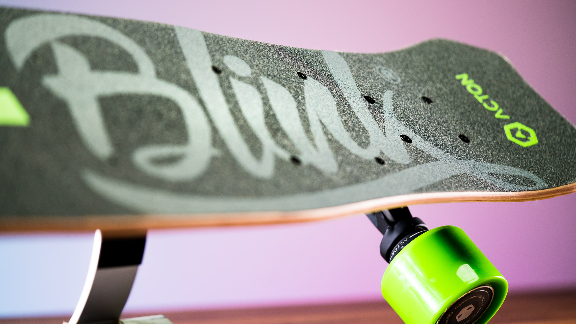 ACTON's BLINK Lite is the lightest and one of the cheapest electric skateboards on the market. Affordability and mobility were the goals to making the ultimate short-distance commuter e-board.