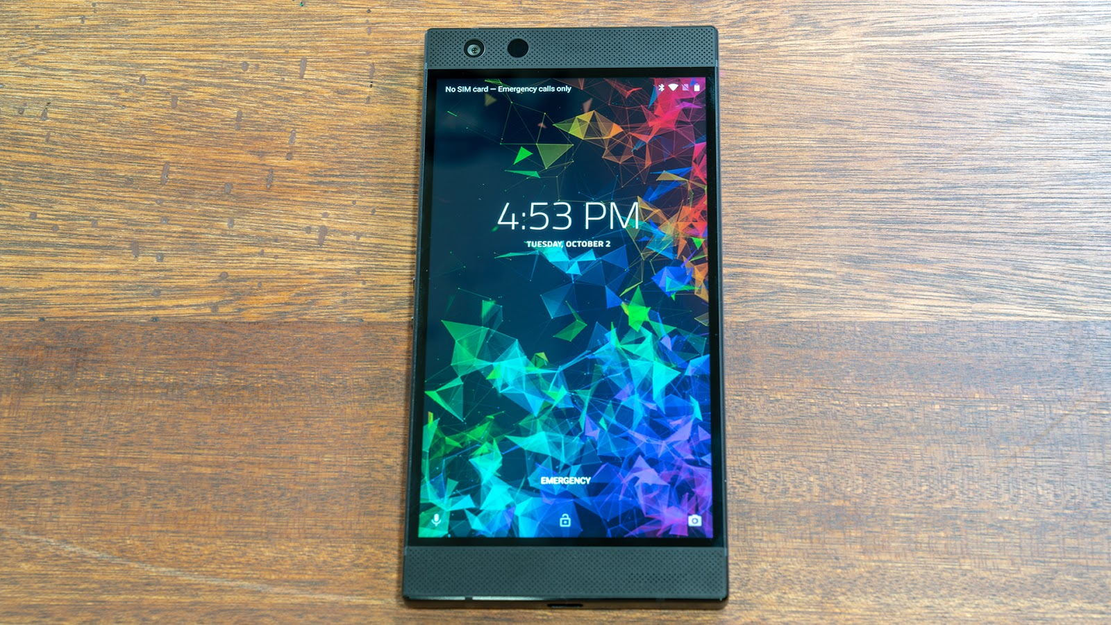 One of the most obvious changes on the outside of the phone is that the Razer logo finally lights up, and fully supports Chroma.