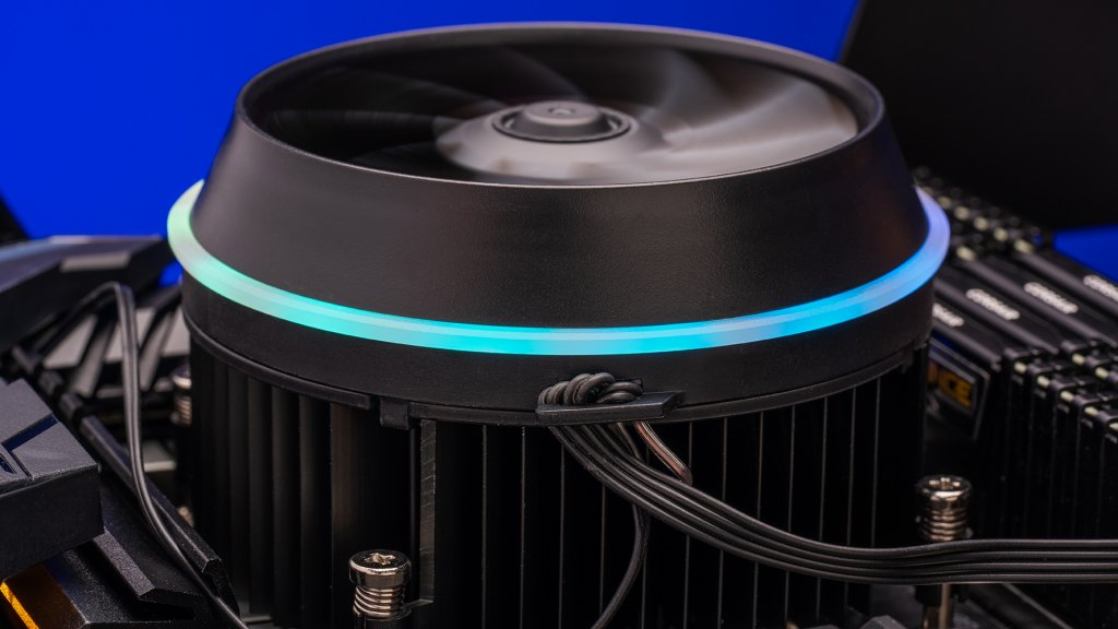 The Aigo darkFlash CPU cooler is great for beginners, not the least because of the fair price and simple nature but the easy installation requires minimal effort.
