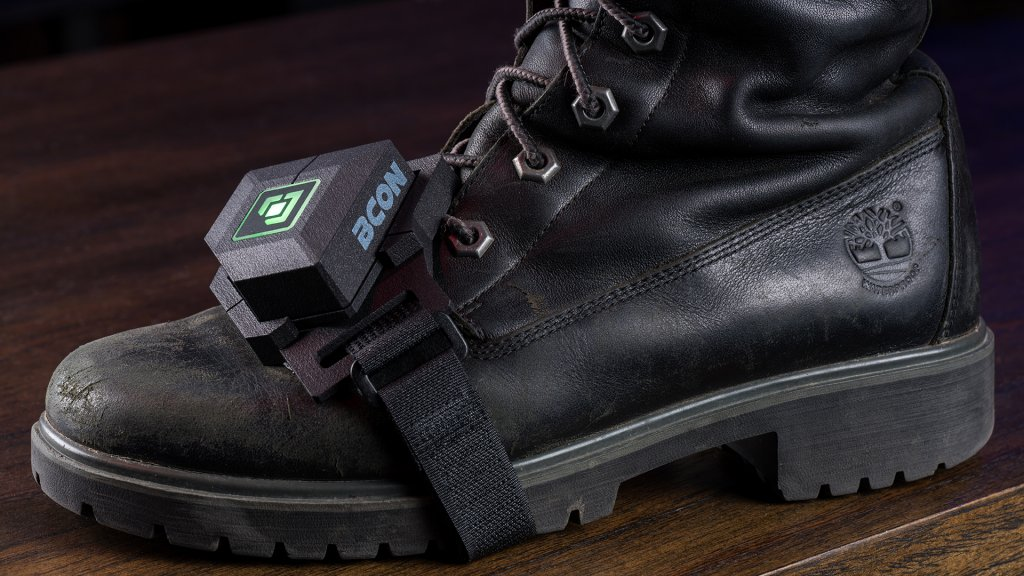 A foot strap is included with the Bcon Gaming Wearable, offering a wide range of motion without falling off.