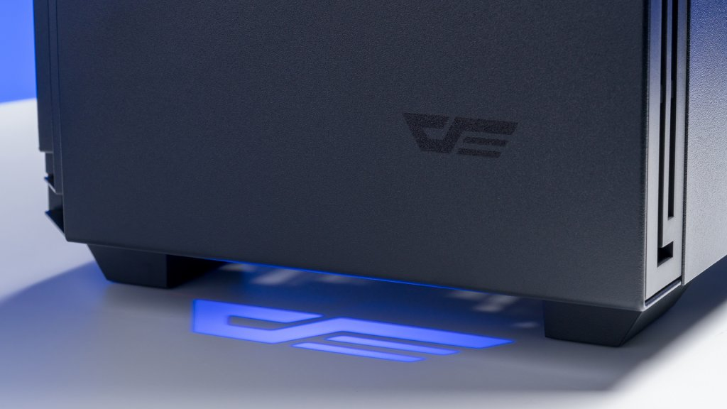 A cool feature of the darkFlash J11 case id the RGB spotlight that shines at the bottom.