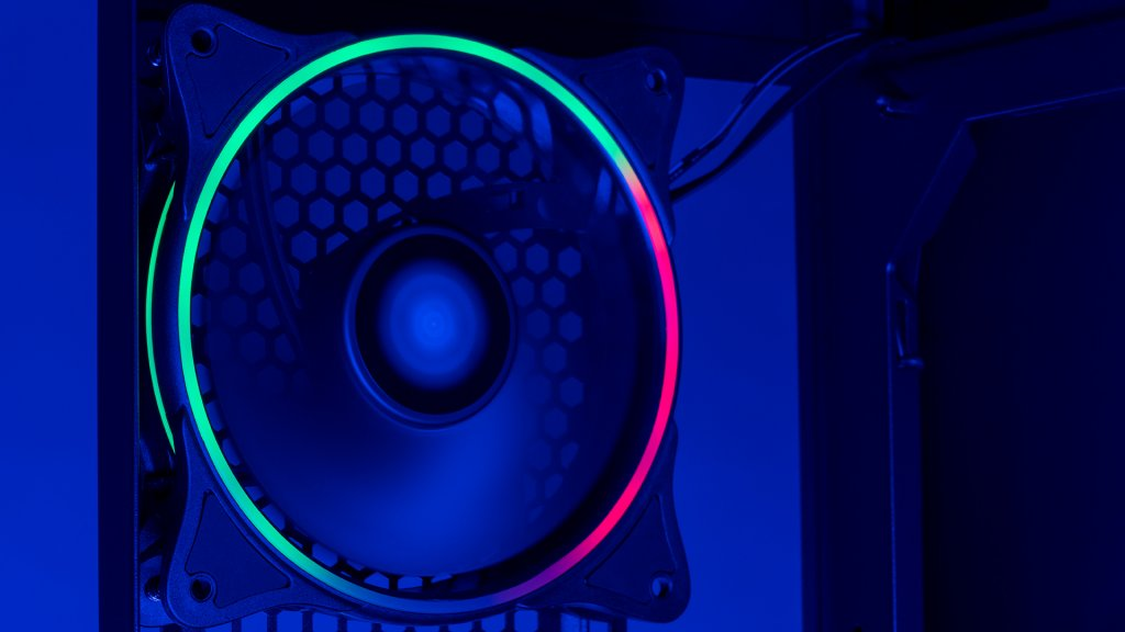 The included MR12 fans adds even more lively color to the darkFlash J11 case.
