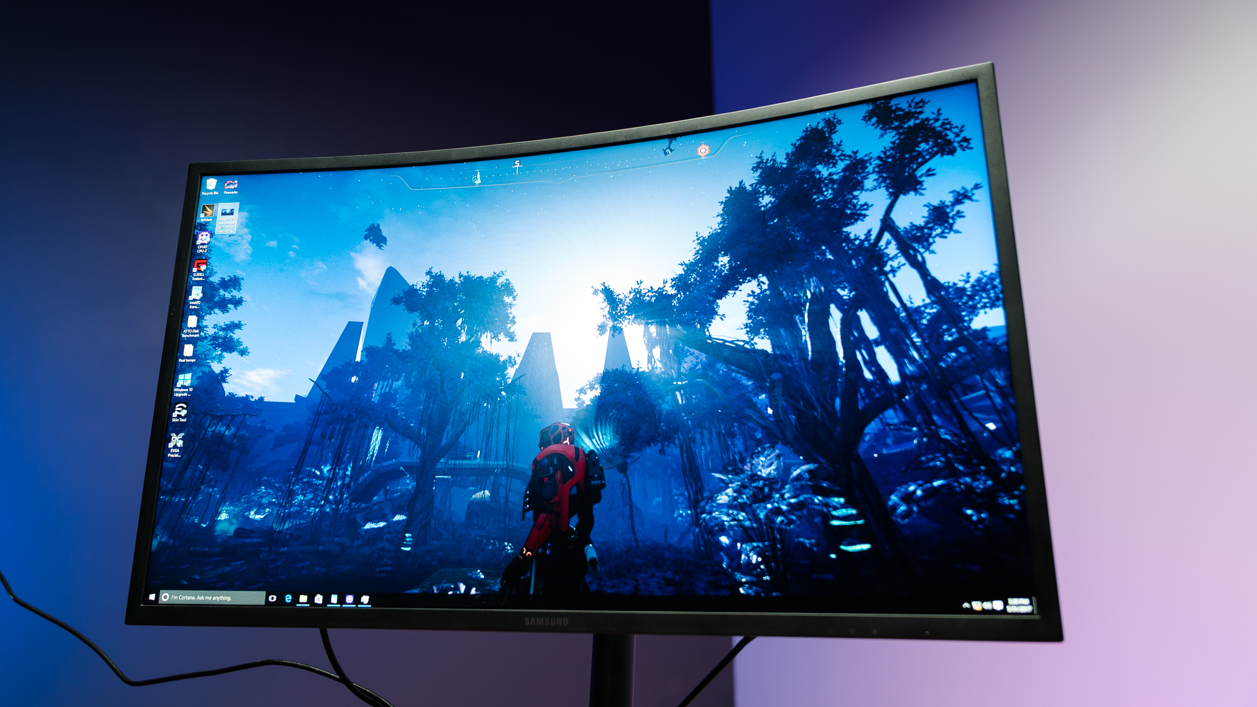 samsung-monitor-C32HG70-overview-gaming (6)