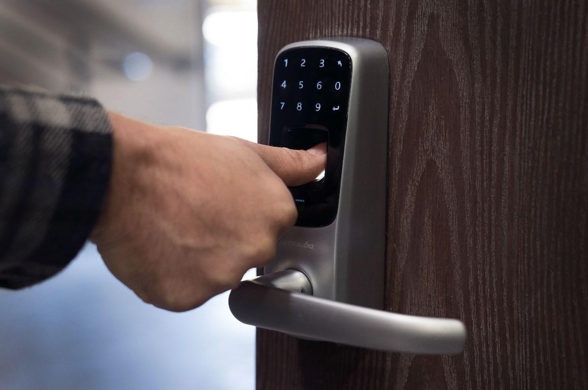 Khóa cửa vân tay và cách hoạt động của nó? | noithatdepgiare.vn
