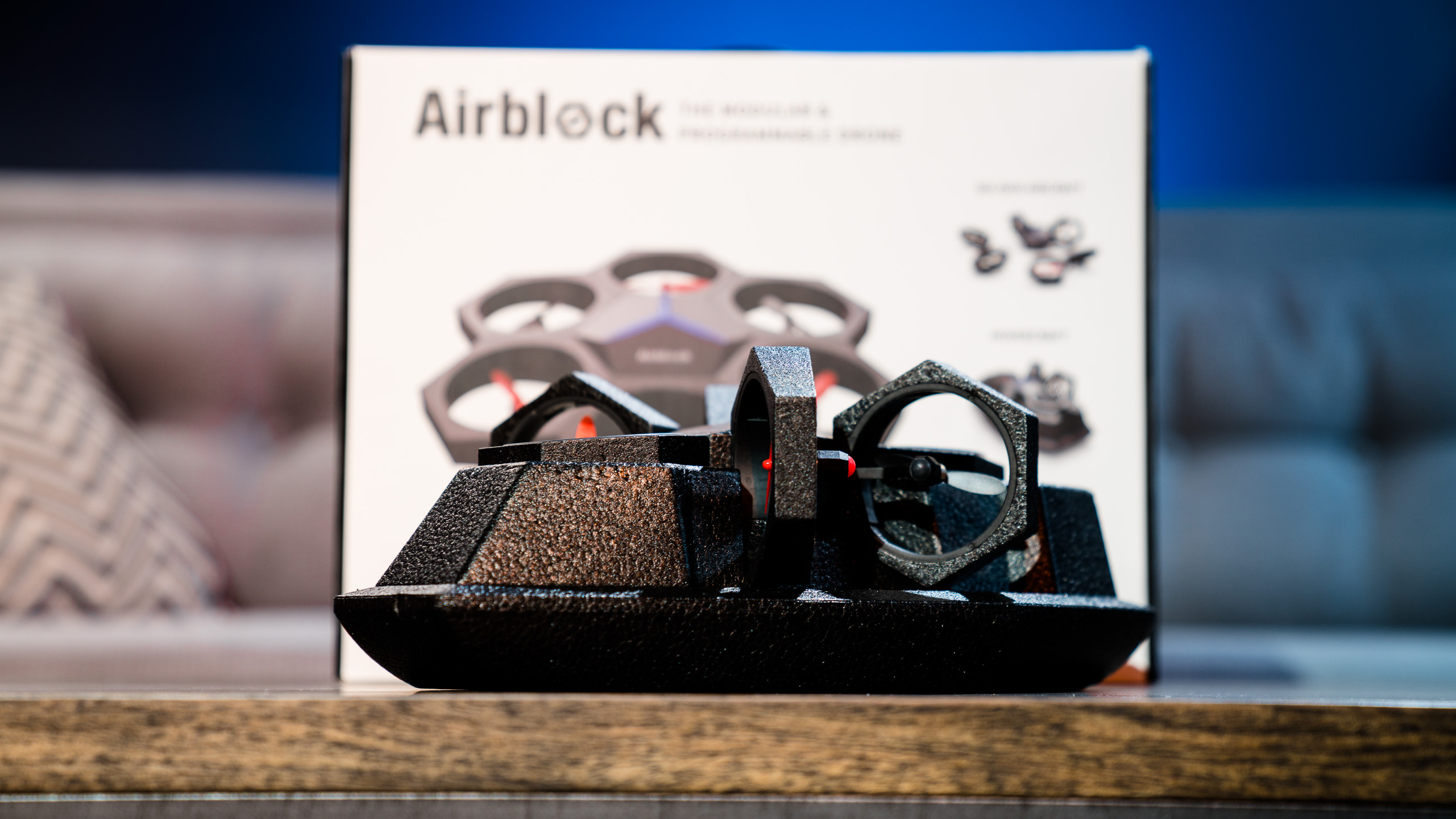 The transformation of Airblock doesn't stop at just the forms designed by Makeblock, Legos and other creation toys can be used to build unique forms.